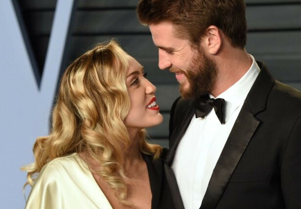GIFTET SEG: Sangstjerna Miley Cyrus har tidligere fortalt at hun giftet seg med Liam Hemsworth som følge av at duoen mistet sitt felles hjem i de tragiske skobrannene i California i november. Foto: NTB scanpix