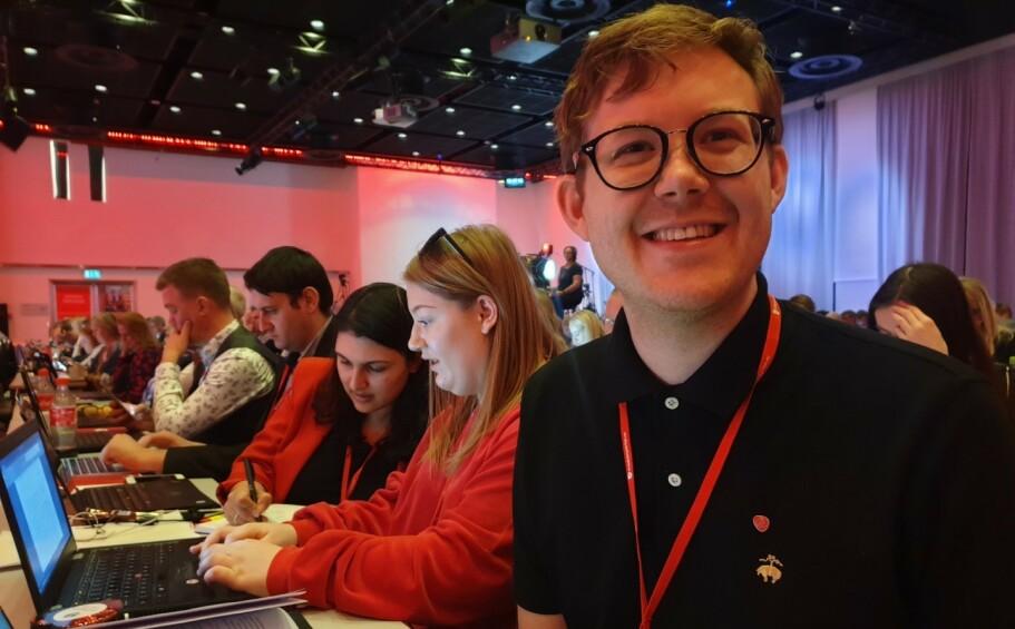 AGDER-BENKEN: Agder Arbeiderparti ved Fredrik Jensen vant fram i kampen om at partiet skal ha som mål å få tannhelse inn i det offentlige helsevesenet. Foto: Jannike Arnesen