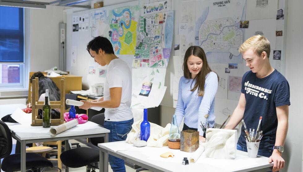 KUNST OG HÅNDVERK: Undervisning i tegning, form og farge på videregående skole. Det virker ikke som om Utdanningsdirektoratet i det siste høringsutkastet har funnet ut av kunst- og håndverksfagets identitetskrise, skriver artikkelforfatteren. Foto: Thomas Brun / NTB Scanpix