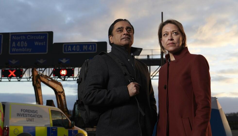 SOLIDE SAKER: Etterforskerne Cassie (Nicola Walker) og Sunny (Sanjeev Bhaskar) er tilbake, og det er fortsatt meget solide saker. Foto: NRK