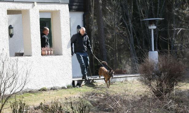UNDERSØKELSER: Politi sier at de velger å undersøke huset på nytt nå som snøen har smeltet. Foto: Christian Roth Christensen / Dagbladet
