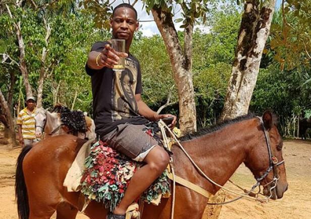 FERIE: Orlando Moore koste seg på hesteryggen på siste dag av ferien. Foto: Reuters / NTB Scanpix