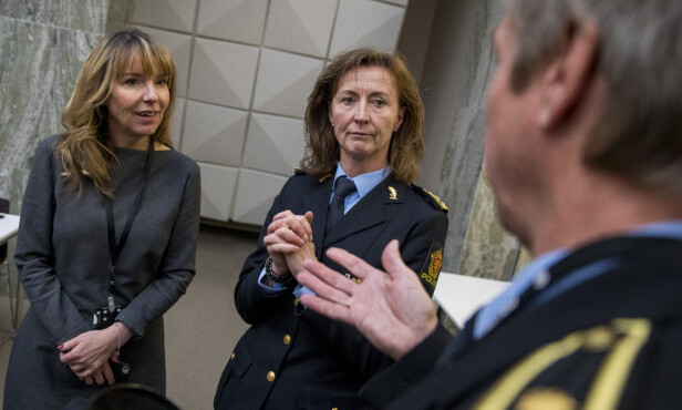 POLITIINSPEKTØR: Janne Birgitta Stømner (i midten) avbildet i 2017. Foto: Tore Meek / NTB scanpix