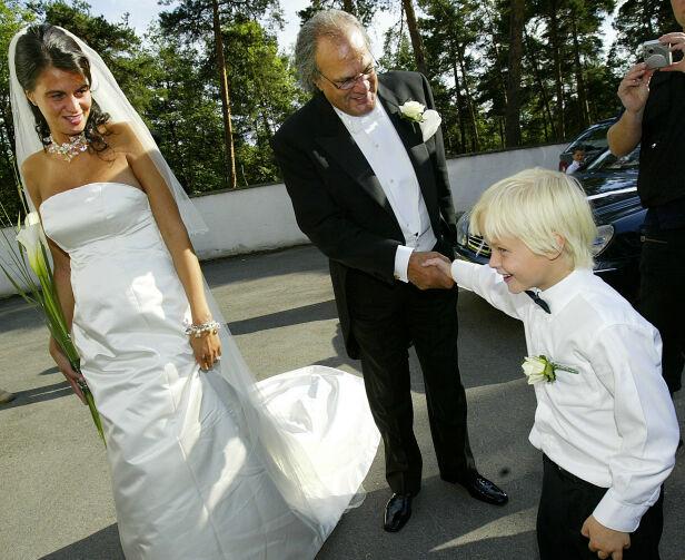 SØT: «Lille Marius» løp rundt i farens bryllup i 2004, og er med på mange av bildene som ble tatt den dagen. Her hilser han på Celine Maktabis far, teppehandleren Mahmoud Maktabi. Foto: NTB scanpix