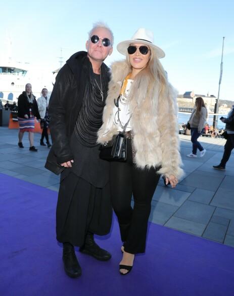 FESTKLARE: Kristian Valen og forloveden var på plass under Jan Thomas og Jan Gunnar Sollis Coachella-fest fredag. Foto: Andreas Fadum