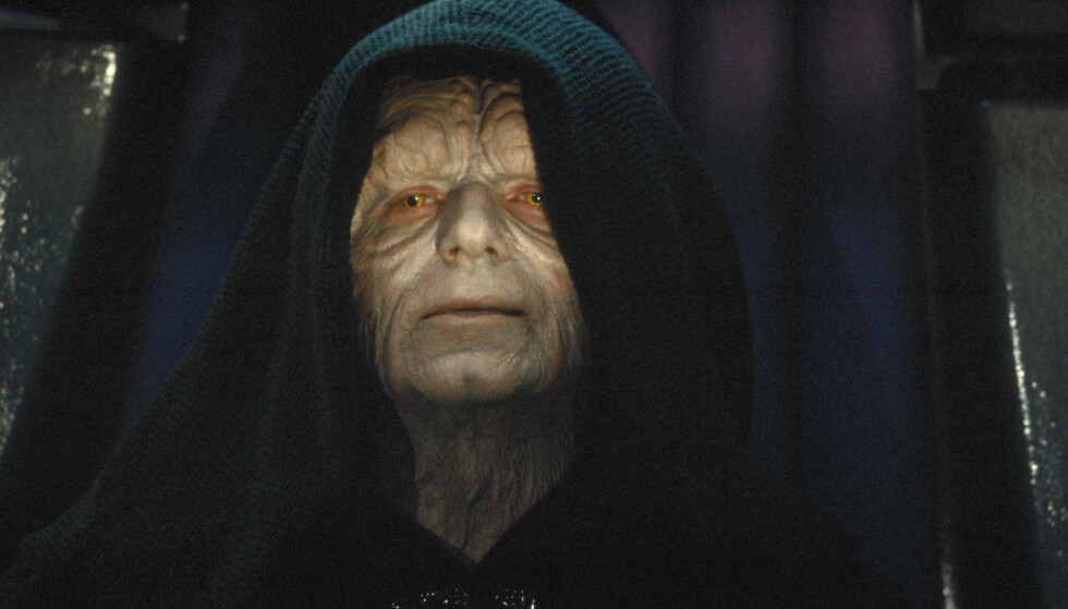 TILBAKE: Keiser Palpatine (Ian McDiarmid) er tilbake på en eller annen måte i «The Rise of Skywalker» - selv om Darth Vader tok livet av ham i «Return of the Jedi» (1983). Foto: Lucasfilm / Rex Shutterstock / NTB Scanpix