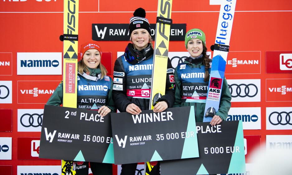 DEBUTERTE: Maren Lundby og resten av kvinnehopperne debuterte i Raw Air i år. Foto: Ole Martin Wold / NTB scanpix