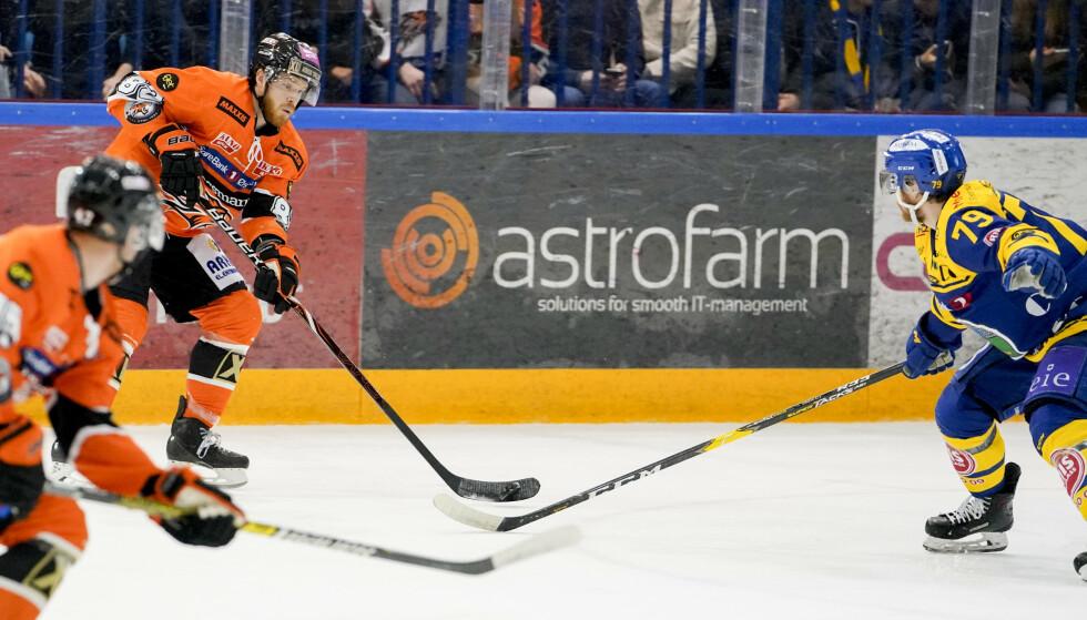 HELT: Kyle Bonis (t.h.) ble Frisk Askers matchvinner borte mot Storhamar. Foto: Fredrik Hagen / NTB scanpix