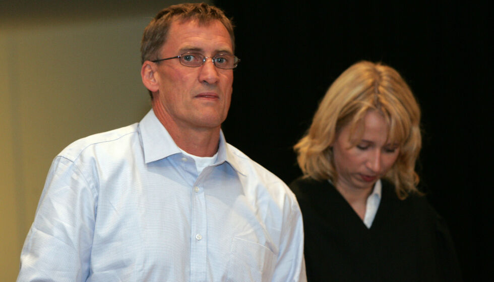DØMT: Erling Havnå, her fotografert i Stavanger tingrett i 2005 sammen med advokat Astrid Aas-Hansen, ble dømt for å ha vært med på ranet. Foto: NTB scanpix