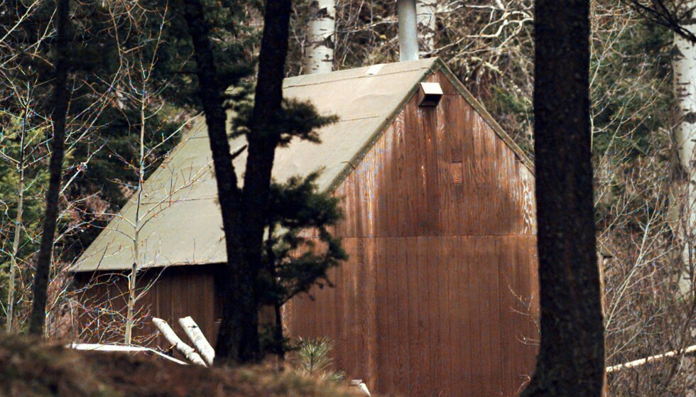 «ØKOTERRORIST»: Hytta til «unabomberen» Theodore Kaczynski, som på 90-tallet drepte tre og skadet 29 mennesker. Udåden var utgangspunket for teaterstykket «Døden kommer ikke med Ljå» av Nina Ossavy. Foto: NTB Scanpix