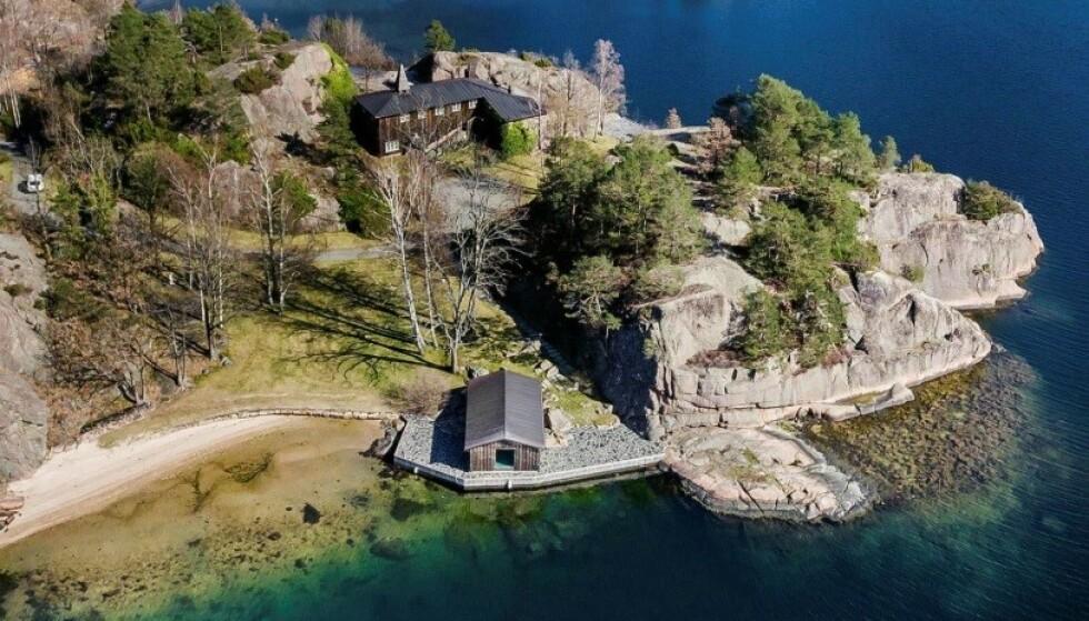 STRAND: 25 millioner kroner er prisantydningen for Einar Aas' ene eiendom i Grimstad. Foto: Kurt Engen / Inviso