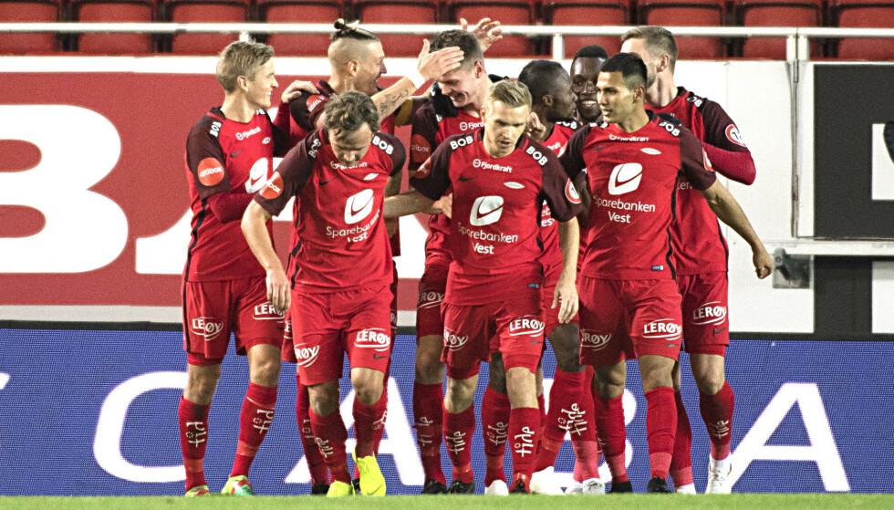 AVSPARK: Fotballsesongen er i gang for fullt. I denne artikkelen får du tabelltips Eliteserien, 1. divisjon, 2. divisjon, 3. divisjon, Toppserien og 1. divisjon kvinner. Foto: NTB scanpix