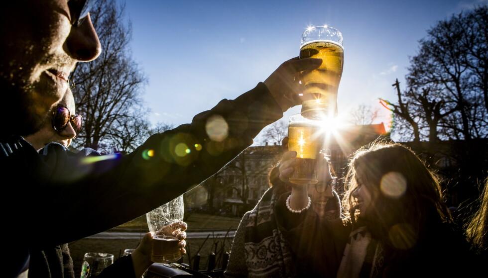 ØLKRIG OG SNART SOMMER: Åtte puber i Kristiansand har nå lagt seg på 49 eller 50 kroner halvliteren. Illustrasjonsfoto: Christian Roth Christiansen, Dagbadet.