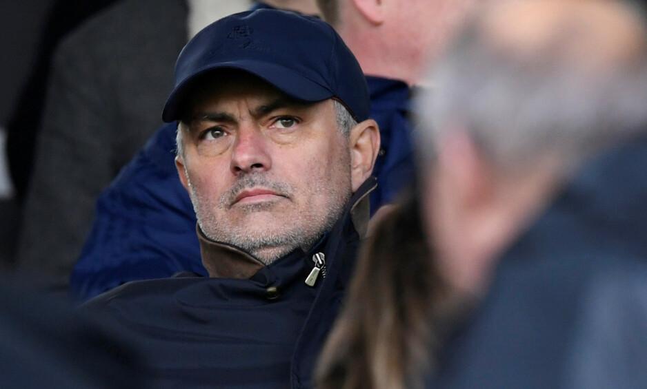 FIKK SPARKEN: José Mourinho, her på kampen mellom Fulham og Everton i april, var ferdig i Manchester United i desember. Foto: NTB scanpix