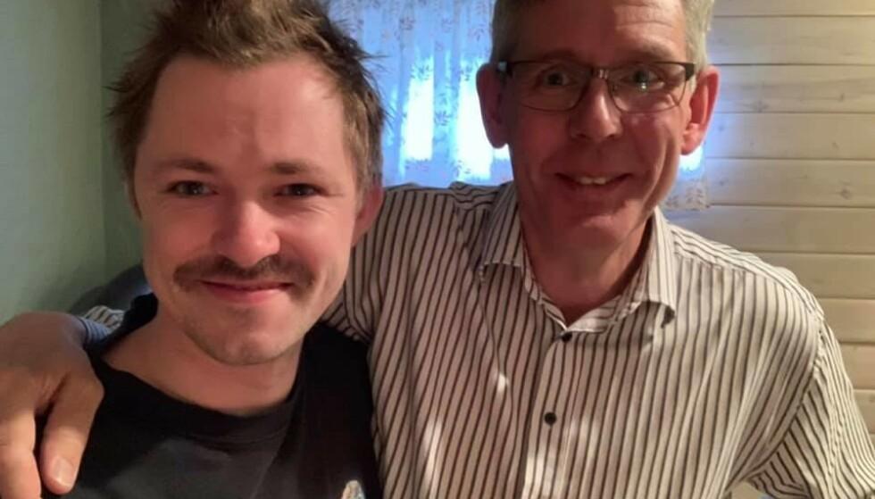 TEAM: Emil Andre Erstad sammen med svigerfar Øyvind Kleven. Erstad er for anledningen kledd i svigerfars påskelabyrint-tskjorte fra 2004. Foto: Privat