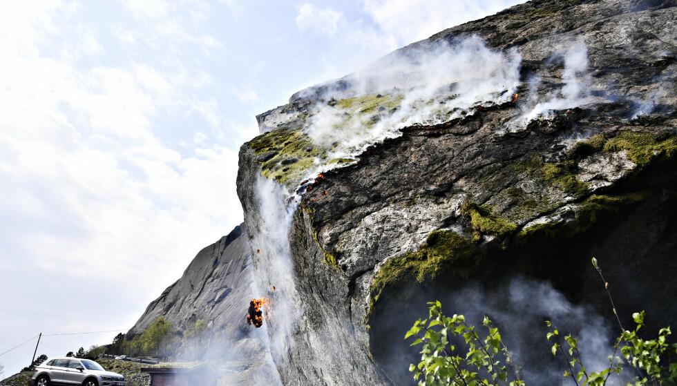 OMFATTENDE: Flammene i Sokndal i Rogaland slukte store områder. Over 7000 mål ble svidd av under brannen som startet tirsdag. Foto: Lars Eivind Bones / Dagbladet