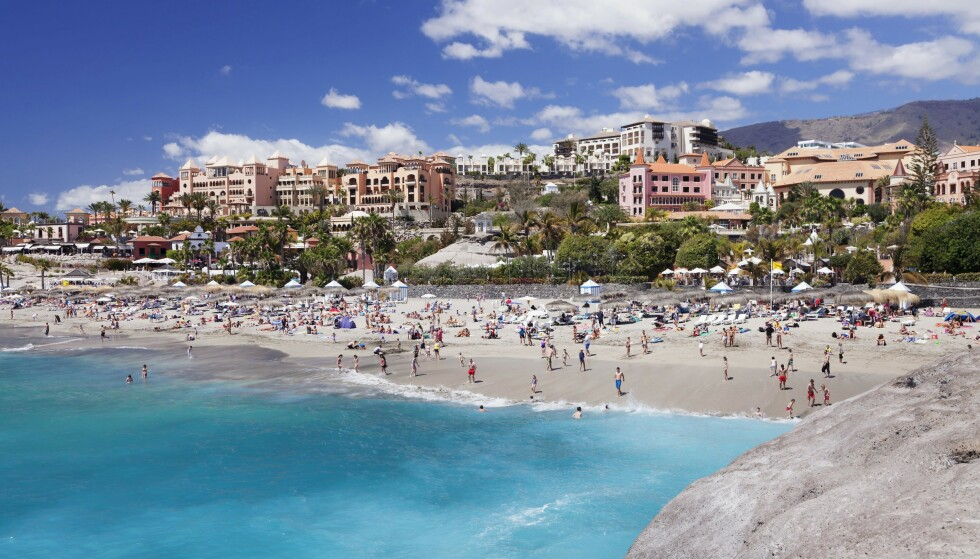 FERIEØY: Tenerife er en mye besøkt ferieøy. Her fra stranda Playa del Duque i byen Adeje på øya. Foto: Markus Lange / Shutterstock / NTB Scanpix