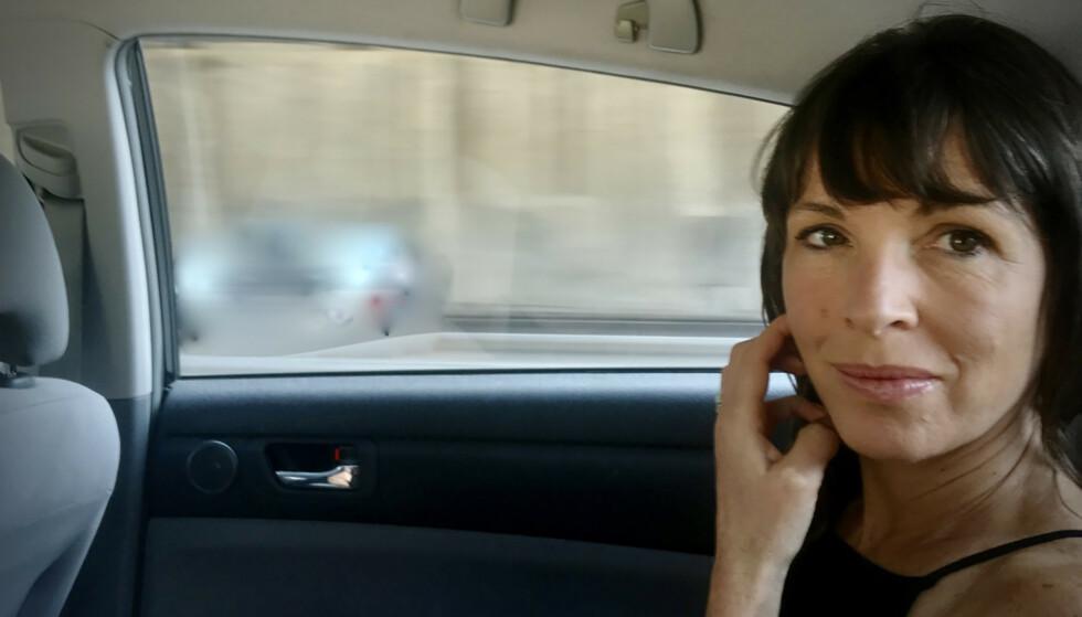 TRIOLOGI: I anmeldelsen av Rachel Cusks forrige bok «Transitt», omtalte anmelder Erle Marie Sørheim Cusk for «en av de viktigste britiske forfatterne i dag». «Kudos» avslutter triologien som også har bestått av romanene «Omriss» og «Transitt». Foto: Siemon Scammell-Katz /Gyldendal