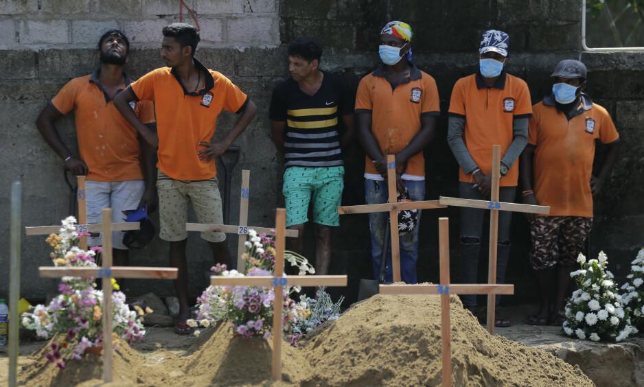 NEDJUSTERES: Myndighetene nedjusterer dødstallene etter terroren på Sri Lanka. Foto: AP Photo / Gemunu Amarasinghe / NTB Scanpix