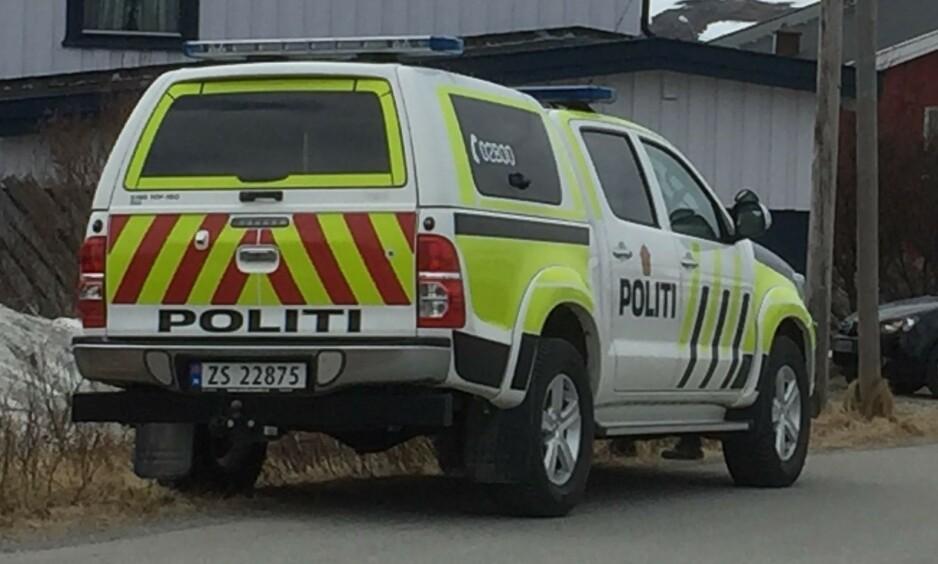 ETTERFORSKNING: Politiet har satt i gang en omfattende etterforskning etter at en mann ble funnet død i Mehamn. Foto: Inge Brox