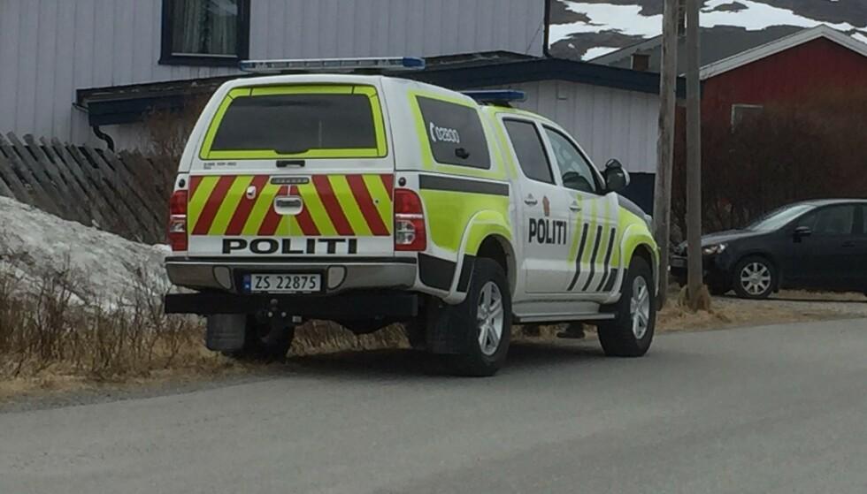 DRAP: Politiet rykket grytidlig en morgen i april ut til meldinger om skudd ved en bolig i Mehamn helt nord i Finnmark. Det viste seg å være til et drap. Foto: Inge Brox