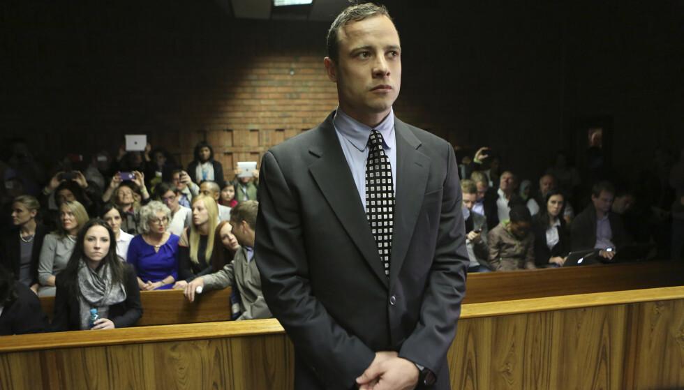 FRA RETTSSAKEN: Oscar Pistorius ble dømt til 13 års fengsel for drapet på kjæresten. Foto: NTB SCanpix