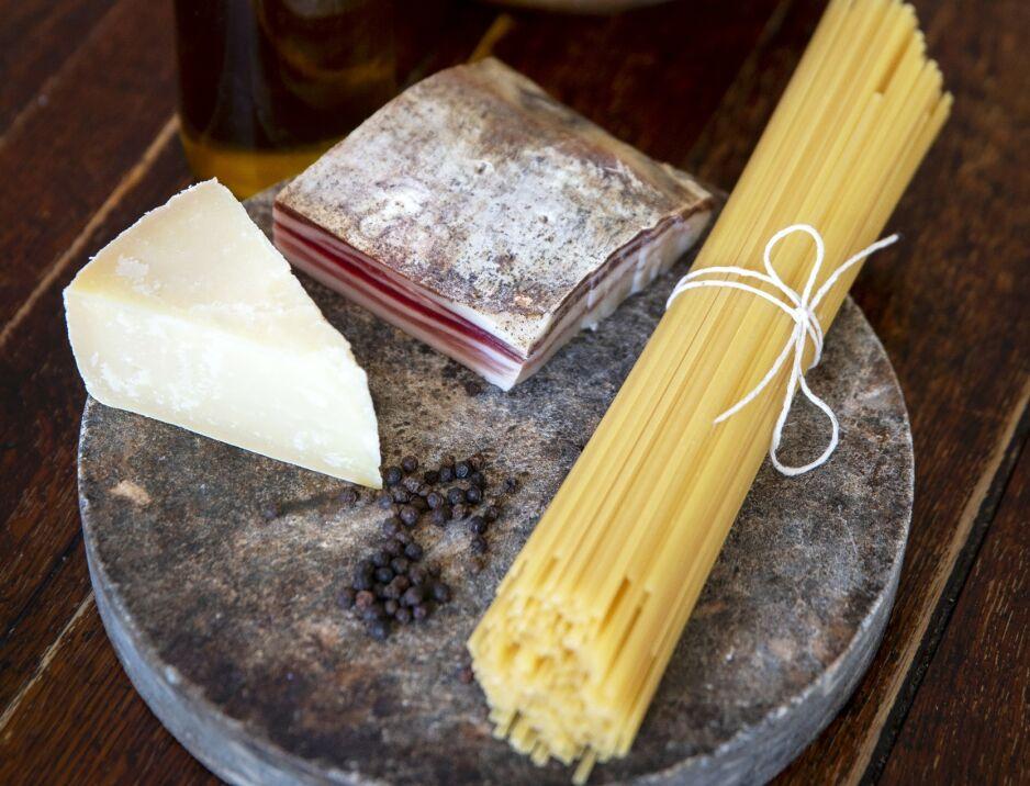 MINIMALISTISK: Pasta alla gricia har alle smakene til en klassisk carbonara – unntatt egg. Foto: Mette Randem