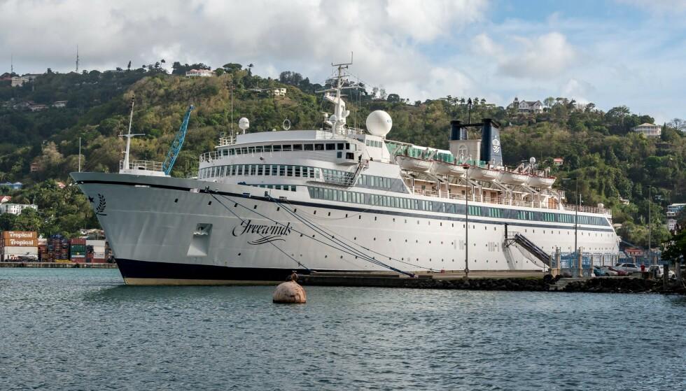 KARANTENE: Passasjerene på cruiseskipet Freewind er satt i karantene i St. Lucia, etter at en person er blitt påvist meslinger. FOTO: NTB Scanpix