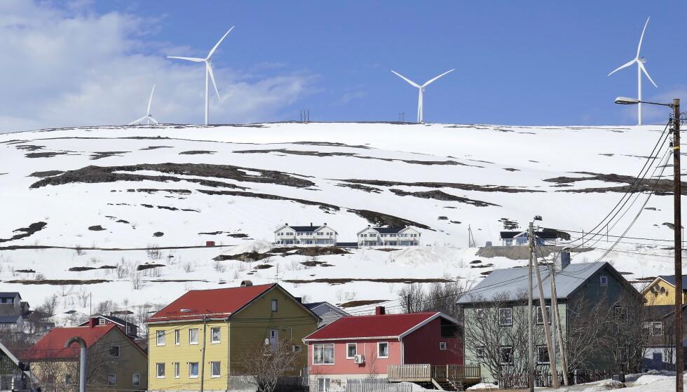 GRØNN KRAFT: Det er mange meninger om bruken av vindkraft. Bildet viser vindmølleparken på fjellet over Båtsfjord i Finnmark. Foto: Hans Arne Vedlog / Dagbladet