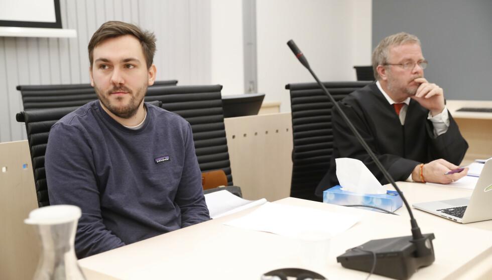 MØTTE I RETTEN: Her er Dennis Vareide avbildet i Oslo tingrett i mai i fjor under rettsaken mot den 20 år gamle Youtube-profilen. Foto: NTB scanpix