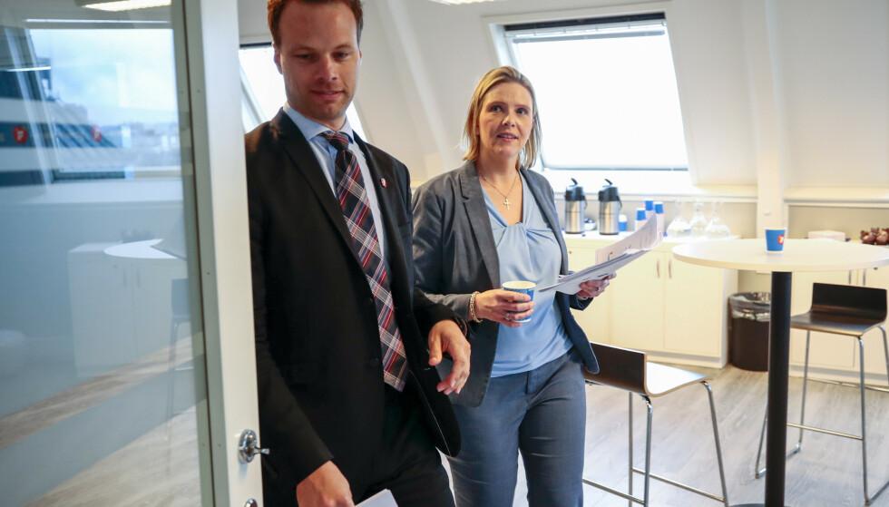 REFSES: Sylvi Listhaug og Jon Helgheim leder Frps innvandring- og integreringsutvalg. Nå beskyldes de for å undergrave regjeringens innsats for en bedre integrering. Foto: Lise Åserud / NTB scanpix