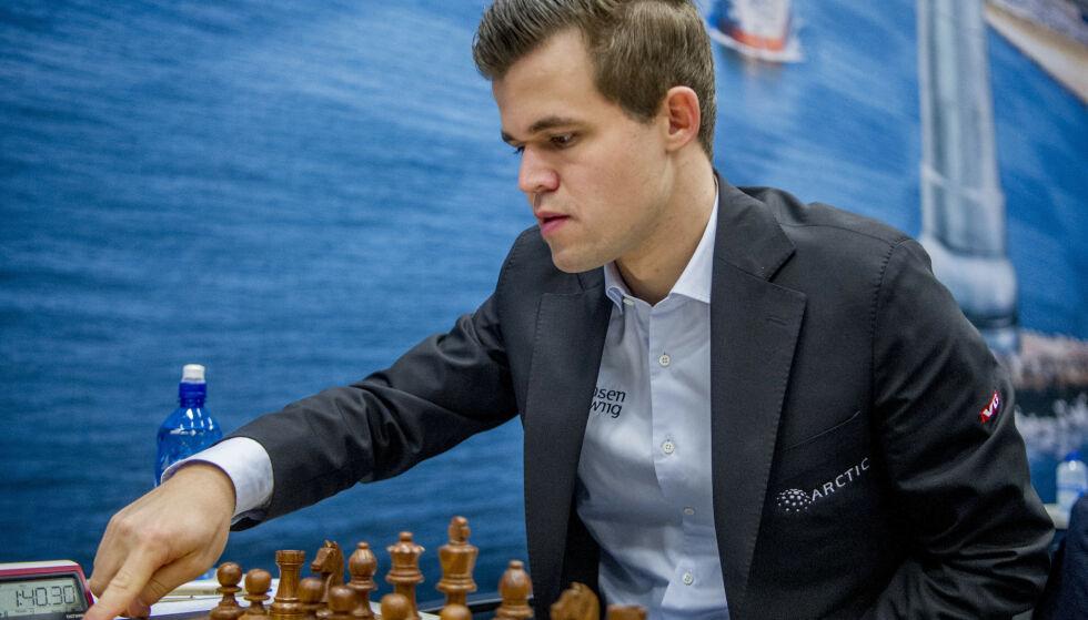 GOD START: Magnus Carlsen fikk en god start på den første turneringen i årets Grand Chess Tour med seier i de to første hurtigsjakkpartiene i Abidjan. Her er han fra tidligere i år. Foto: Robin Utrecht/ABACAPRESS.COM/NTB Scanpix