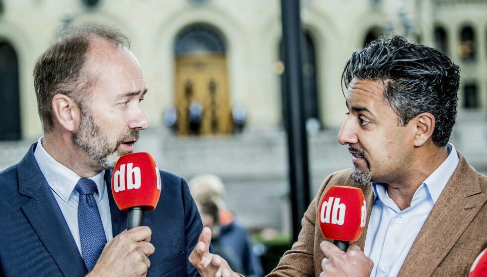 NOK ER NOK. Venstre-topp Abid Raja og Ap-topp Trond Giske mener begge at de etablerte partiene må ta bompengeopprøret på alvor og justere kursen. Bildet er fra en debatt i Dagbladets valgbod i 2017. Foto: Thomas Rasmus Skaug