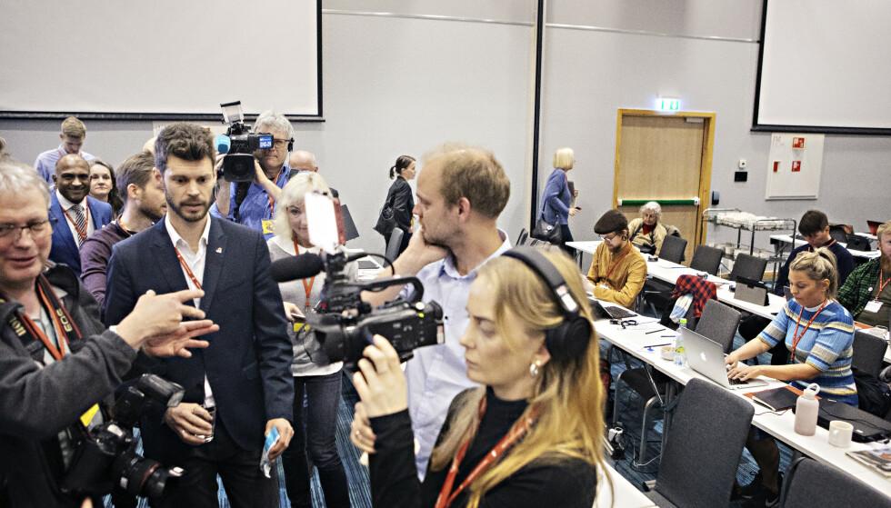 TO PROFILER: Bjørnar Moxnes og Mímir Kristjánsson krangler om oljepolitikken. Kristjánsson kaller den useriøs, men Moxnes neketer å snu.