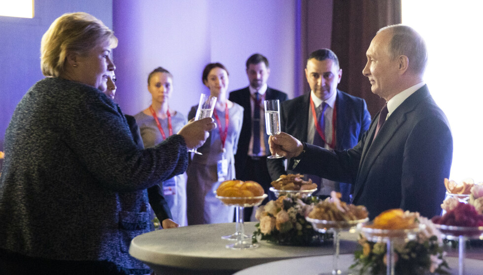 SKÅL FOR TØVÆR: Etter konferansen i april, ble stats- og regjeringssjefene invitert til festmiddag med Putin. Foto: NTB Scanpix