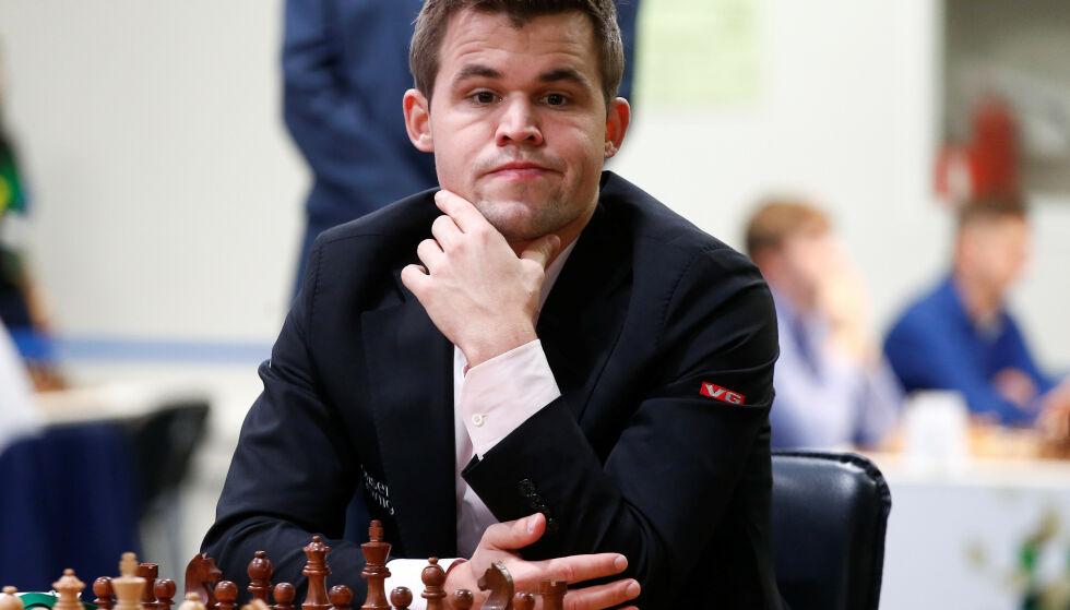 TAPSREKKA BRUTT: Magnus Carlsen gikk på sitt første tap på 70 partier uansett format da han røk for for franske Maxime Vachier-Lagrave i lynsjakk i Elfenbenskysten lørdag. Foto: REUTERS/Anton Vaganov
