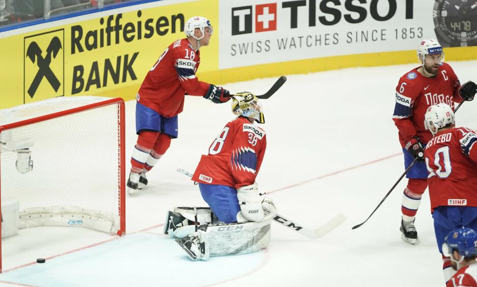 SJANSELØSE: De norske ishockeyherrene hadde håp om en oppreisning i andre VM-kamp, men Tsjekkias NHL-stjerner gjorde det svært tøft for dem i lørdagens 2-7-tap.Foto: Tore Meek / NTB scanpix