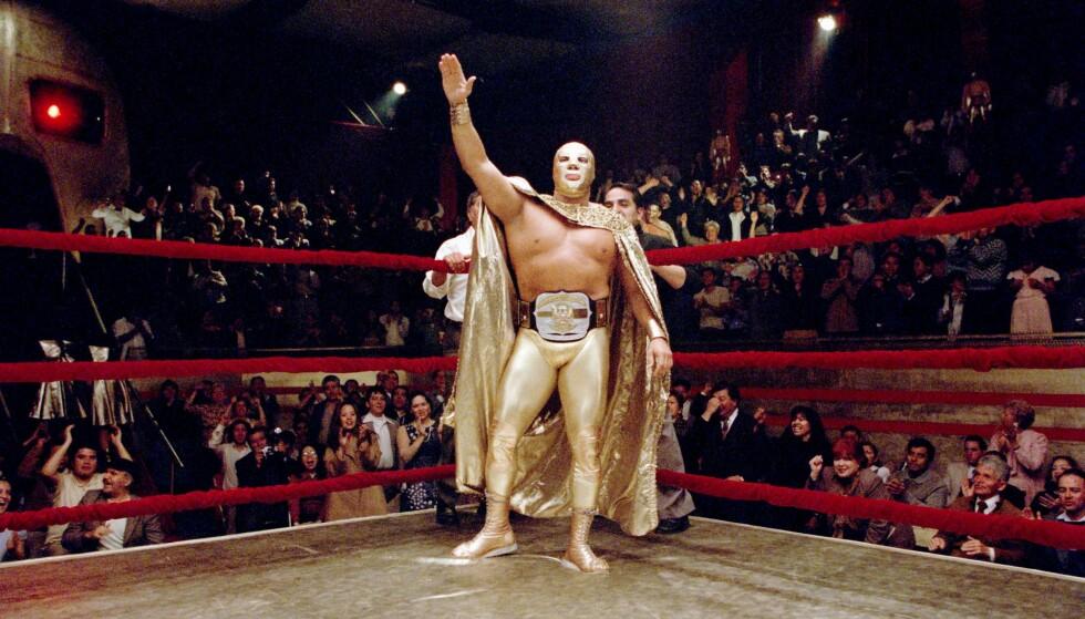 MISTET LIVET: Cesar Barron falt om i ringen. Her har fra filmen Nacho Libre. Foto: NTB Scanpix