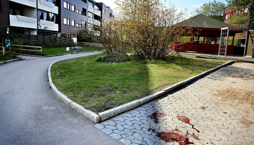 BLODSPOR: I dette området på Furuset ble en mann skutt flere ganger natt til 18. mai 2012. Foto: Jacques Hvistendahl / Dagbladet