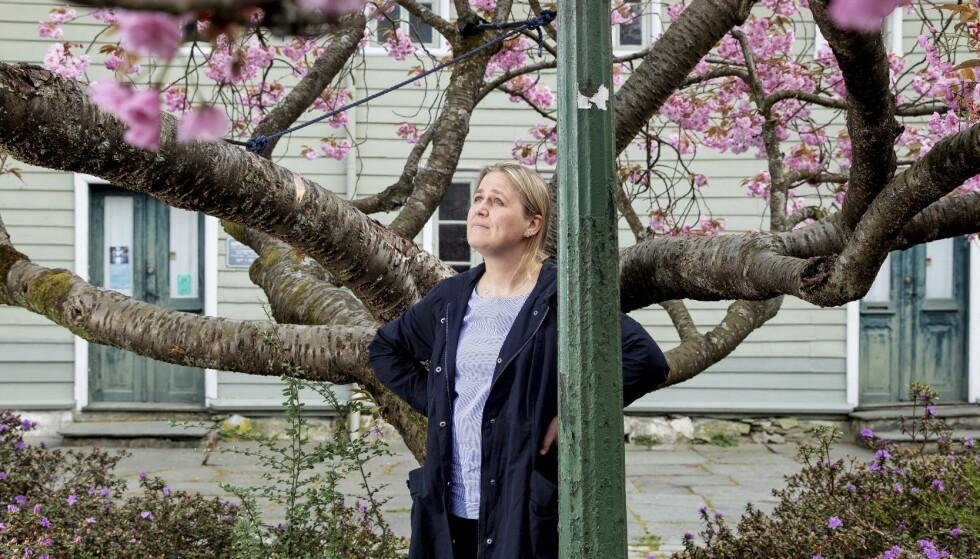 EN NY VÅR: Etter suksessen med romanen «Tung tids tale», er Olaug Nilssen klar for fjas. Foto: Eivind Senneset
