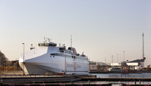 LETT: Det er enkelt å ta seg til Gotland. Enten med ferje - eller fly via Stockholm. Hele sommeren.