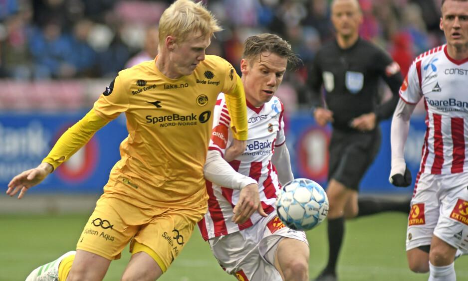 TØFFE TAK: Tromsøs Robert Taylor i duell med Bodø/Glimts Vegard Bergan i kampen mellom Tromsø og Bodø/Glimt på Alfheim Stadion. Foto: Rune Stoltz Bertinussen / NTB scanpix