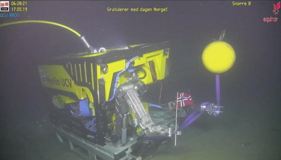 I DYPET: Her feirer vi 17.mai på 345 meters dyp i Nordsjøen, skriver Gaute Hansen, som har tatt dette bildet.