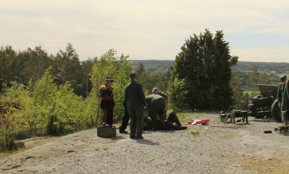 FØRSTEHJELP: Den skadde mannen i 50-åra fikk raskt førstehjelp av sine kolleger i Foreningen for Høytorp fort. Foto: Marly Jesus Cortes