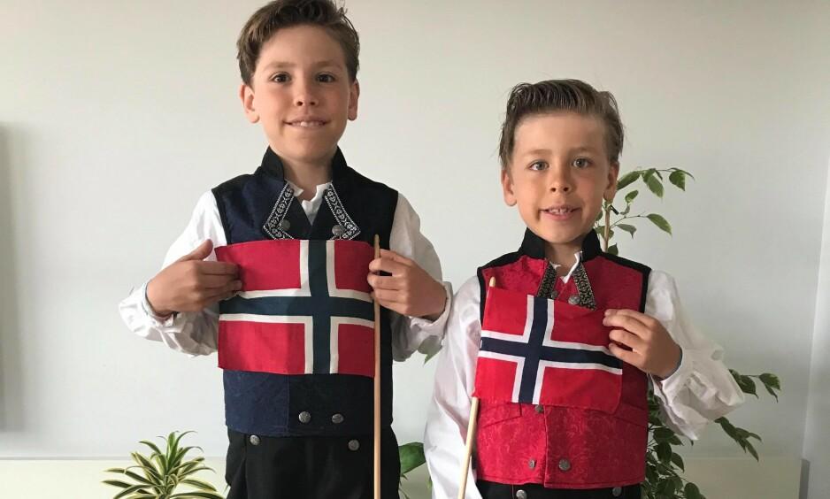 SKUFFET: Jorge (9) og Pablo (6) kledd i sine nye bunader. De ble skuffet over å ikke kunne feire nasjonaldagen på ambassaden, men bunaden skal på uansett! Foto: Privat