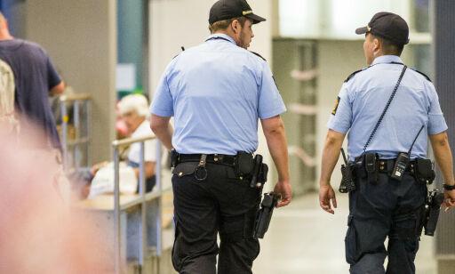Storbyene støvsuger distriktene for politifolk - halve landet taper