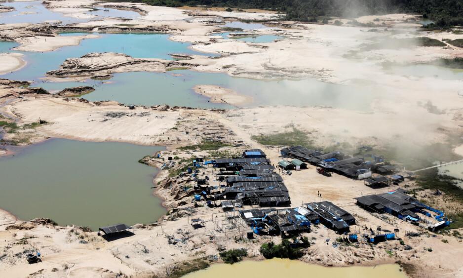 Ulovlige leire: Dette bildet tatt 17. mai viser en av de ulovlige gruveleirene som er avdekket i Peru. Som naturområder er ødelagt som et resultat av driften. Foto: Pardo Guadalupe / REUTERS / NTB Scanpix