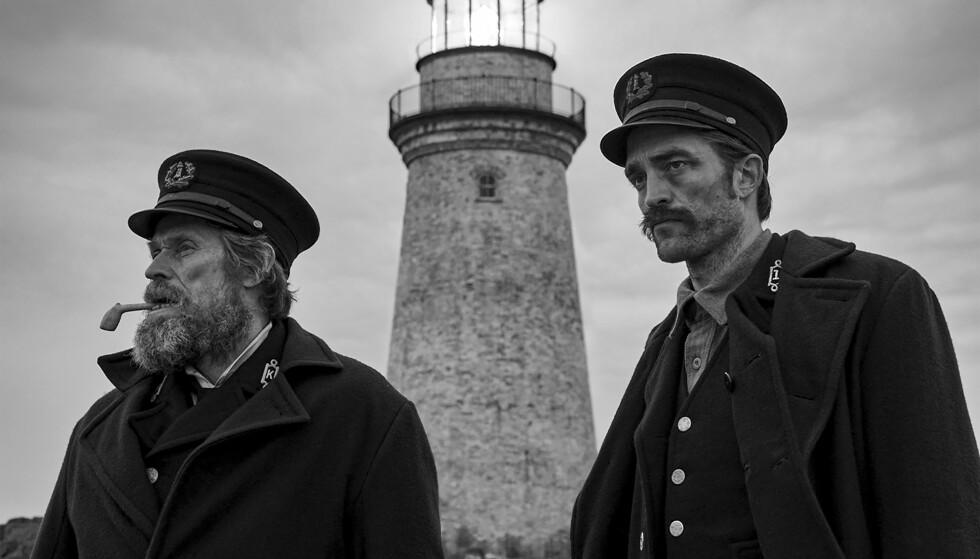 """SATT PÅ PRØVE: Innspillingen av """"The Lighthouse"""" var fysisk tøff for både Willem Dafoe og Robert Pattinson. Foto: Eric Shakeen / AP / Scanpix"""