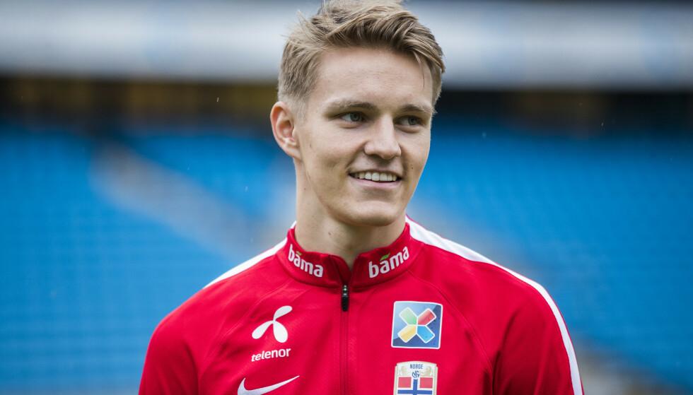 OVERBEVIST: Tidligere Ajax-spiller Ronald de Boer har den siste tiden blitt overbevist om at Martin Ødegaard er rett mann for Ajax. Foto: Berit Roald / NTB scanpix