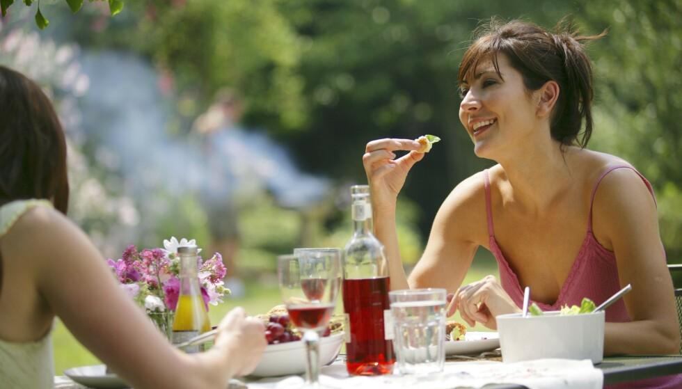 PERFEKT: En god rosévin er med sin lette og friske stil perfekt til lett sommermat som for eksempel salater, reker og kylling. Den er også godt egnet til å drikkes alene. Foto: Shutterstock / NTB Scanpix